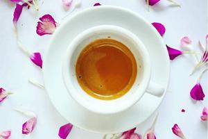 Domowy syrop do kawy – przepis na aromatyczną kawę!