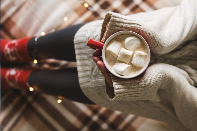 Kawa z piankami Marshmallow – rozgrzewający napój, który poprawi Ci humor!