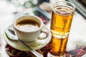 Co jest zdrowsze – kawa czy herbata?