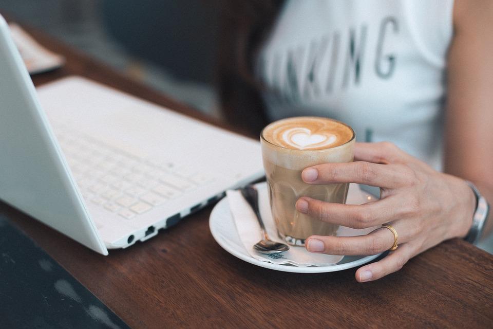 Dlaczego do biura warto kupić dobrej jakości kawę?