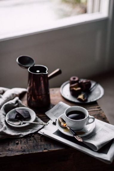 Parzenie kawy w kawiarce to jeden ze sposobów na przygotowywanie kawy