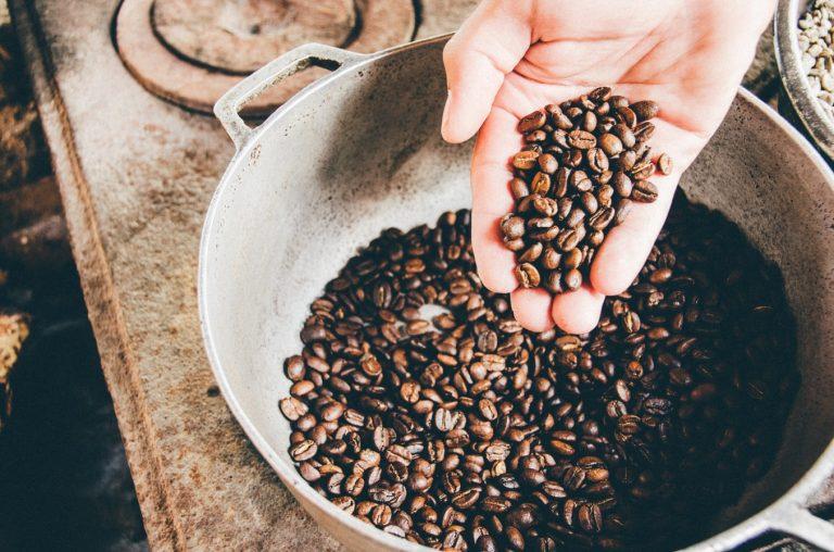 Jak wypalać kawę samodzielnie w domu?